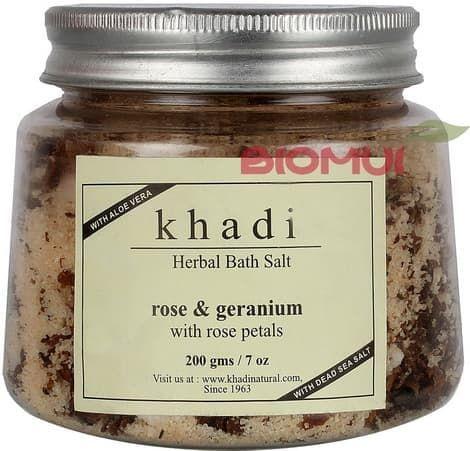 Травяная соль для ванны с геранью и лепестками роз KhadiВсе для ванны<br>Герань и роза образуют роскошное сочетание, которое очень понравится натурам женственным, чувственным и сексуальным.<br>