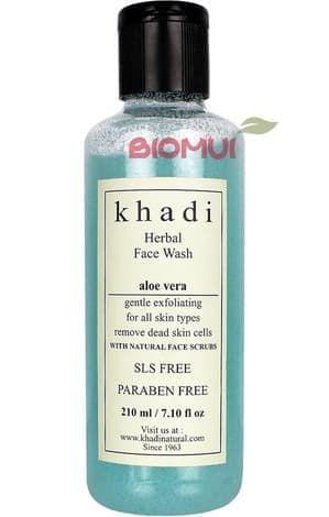 Натуральный очищающий гель-скраб для лица с алоэ вера KhadiОчищающее средство<br>Уникальный продукт на основе растительных компонентов, гель-скраб Khadi - не просто отличное очищающее средство, но также смягчающее и увлажняющее.<br>