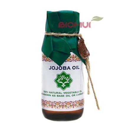 Масло жожоба ZeitunБазовые масла<br>У масла густая консистенция с отличной проникающей способностью, оно идентично коллагену, питает и увлажняет кожу и волосы, не оставляя после себя жирной пленки.<br>