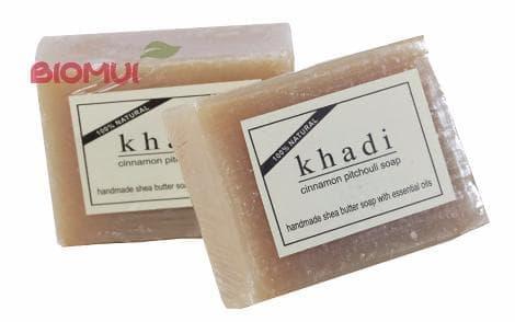 Натуральное мыло с маслом ши, корицей и пачули KhadiМыло<br>Мыло создано для общеукрепляющего и слегка бодрящего ухода за любым типом кожи. Оно сохраняет и улучшает эластичность и упругость кожи.<br>