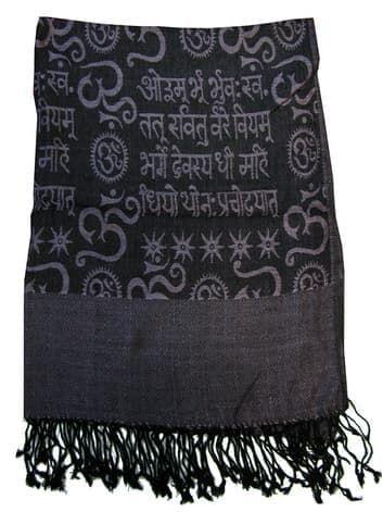 Шелковый платок с мантрами односторонний (черный с бледным индиго)Платки<br><br>