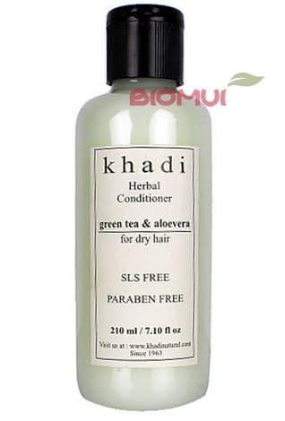Натуральный кондиционер с зеленым чаем и алоэ вера KhadiБальзам и кондиционер<br>Легкий увлажняющий кондиционер для ежедневного ухода за волосами. Нейтрализует действие хлорированной воды, питает, сохраняет блеск и здоровье волос.<br>