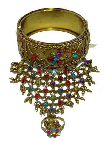 Панжа-браслет золотой с кольцом (украшен разноцветными стразами)