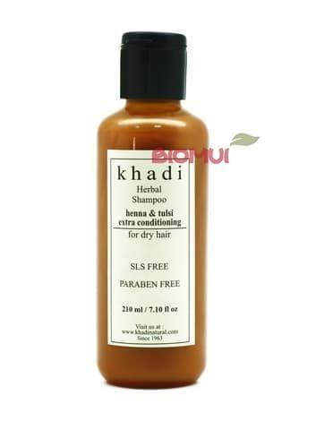 Сверхмягкий шампунь для сухих волос с хной и базиликом KhadiНатуральный шампунь<br>Натуральный смягчающий шампунь с базиликом и хной обеспечит идеальный уход нуждающимся в особенной заботе сухим и повреждённым волосам. Его действие направлено не только на тщательное очищение, но и увлажнение и питание локонов по всей их длине.<br>