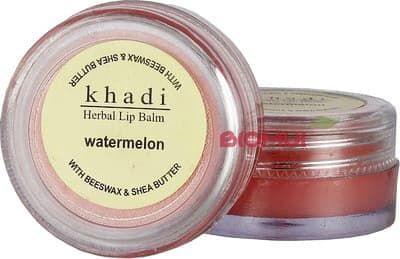 Натуральный бальзам для губ с арбузом KhadiБальзам для губ<br>Нежная, питательная текстура бальзама прекрасно увлажняет и питает губы, не только подчеркивая естественный их цвет, но и придавая им невероятно вкусный аромат.<br>